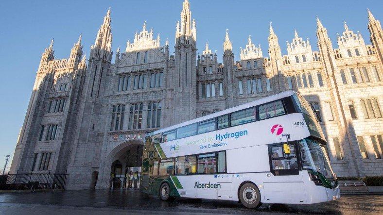 İskoçya, Dünyanın İlk Hidrojen Yakıtlı İki Katlı Otobüslerini Tanıttı