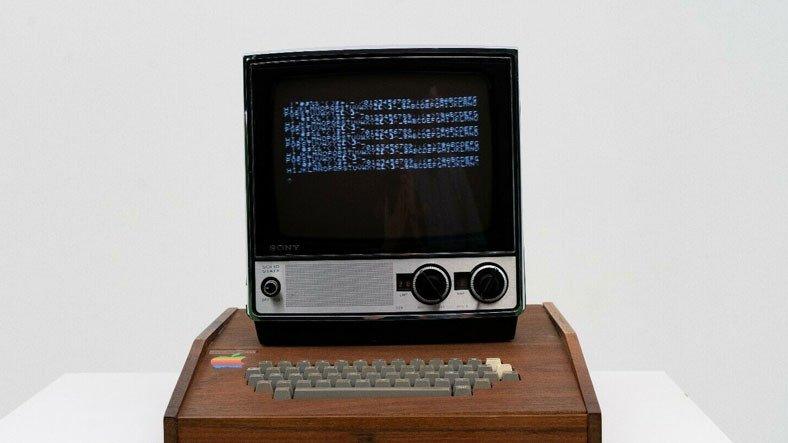 Steve Jobs ve Steve Wozniak'ın Elleriyle Ürettiği Apple I Bilgisayarı, 1,5 Milyon Dolardan Satışa Çıktı