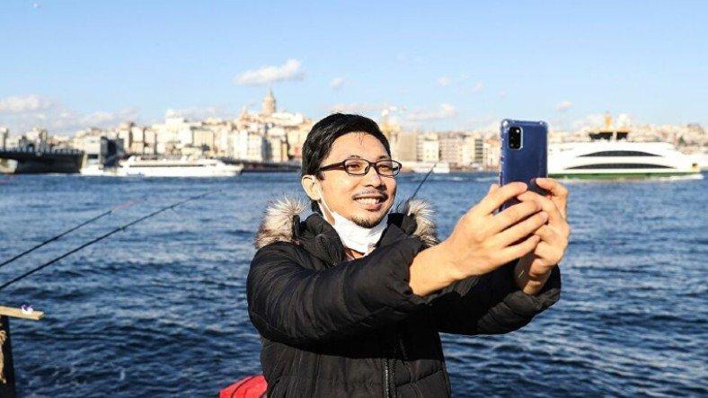 Zeytinburnu Belediye Başkanı, Japon YouTuber Enomoto'ya Zeytinburnulu Unvanı Verdi