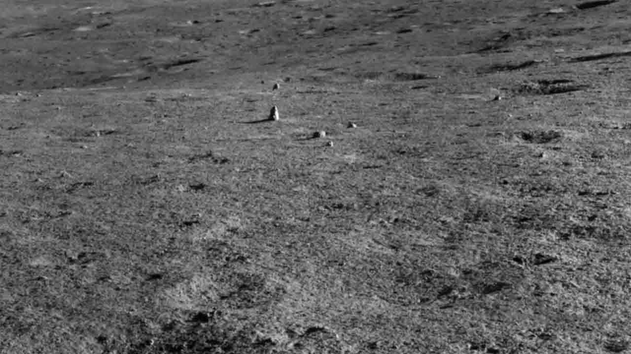 Ay'da bulunan kaya parçası