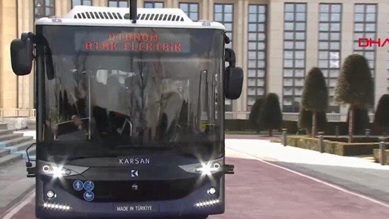 Cumhurbaşkanı Erdoğan, Türk Mühendislerin Ürettiği Sürücüsüz Otobüsü Test Etti [Video]