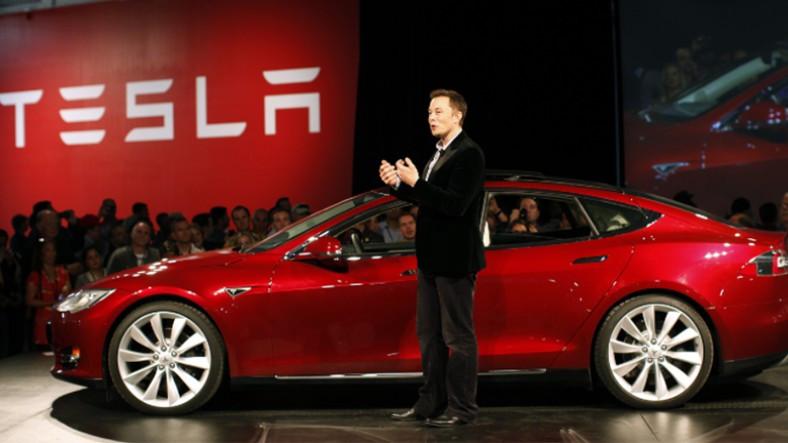 Elon Musk'tan Samimiyet Dozajı Yüksek Açıklama: Üretim Esnasında Tesla Satın Almayın