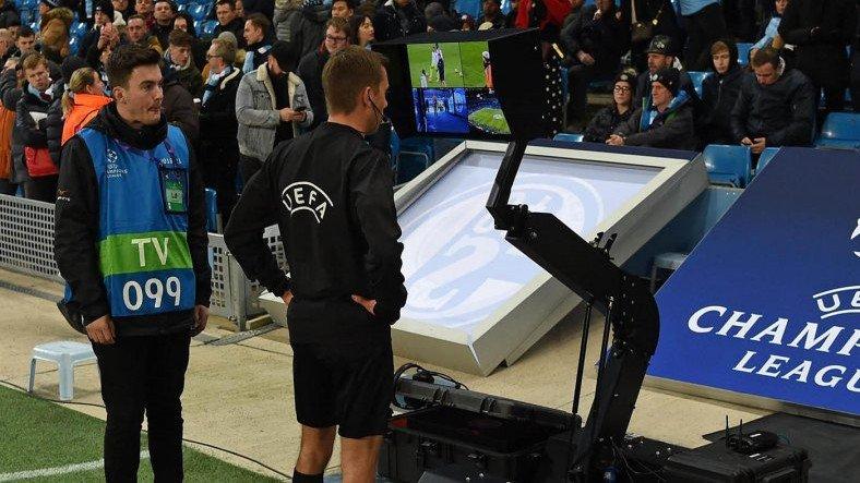 FIFA, Tartışmaları Bitirmek İçin Yarı Otomatik Ofsayt Sistemi Geliştiriyor
