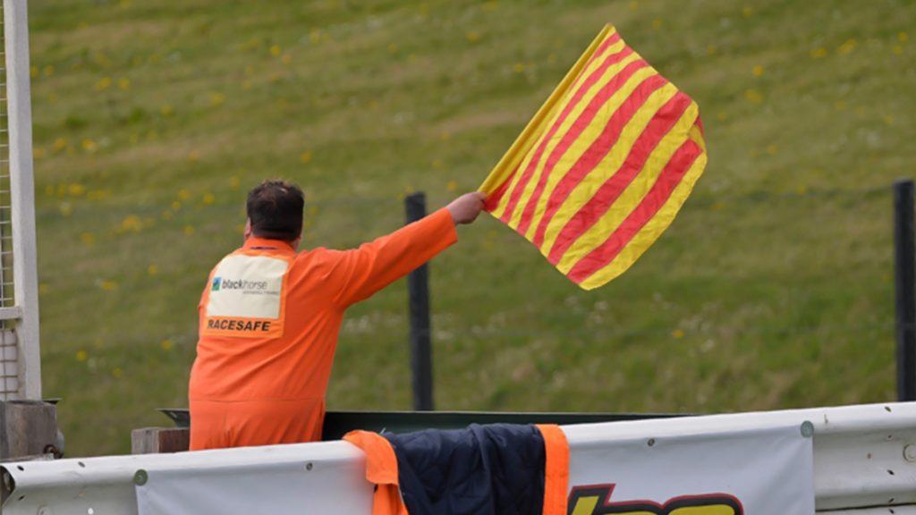 sarı ve kırmızı bayrak