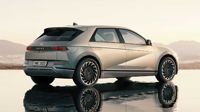 Hyundai, 480 km Menzile Sahip Yeni Elektrikli Otomobili Ioniq 5'i Tanıttı