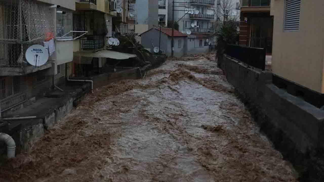 İzmir'de su taşkını