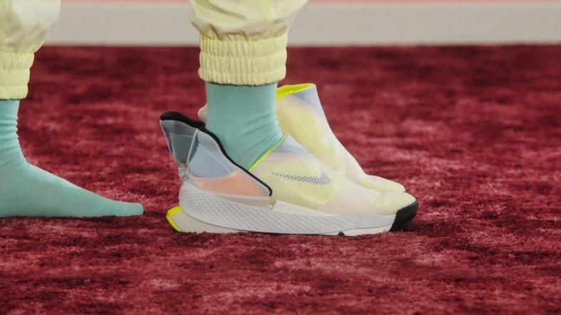 Nike, El Kullanmadan Şıp Diye Giyilebilen Spor Ayakkabısını Tanıttı