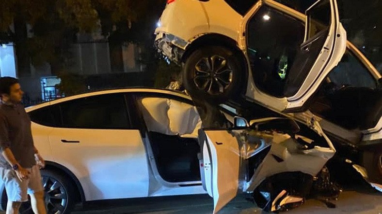 Tesla, Yeni Bir Otopilot Kazası Suçlamasıyla Karşı Karşıya