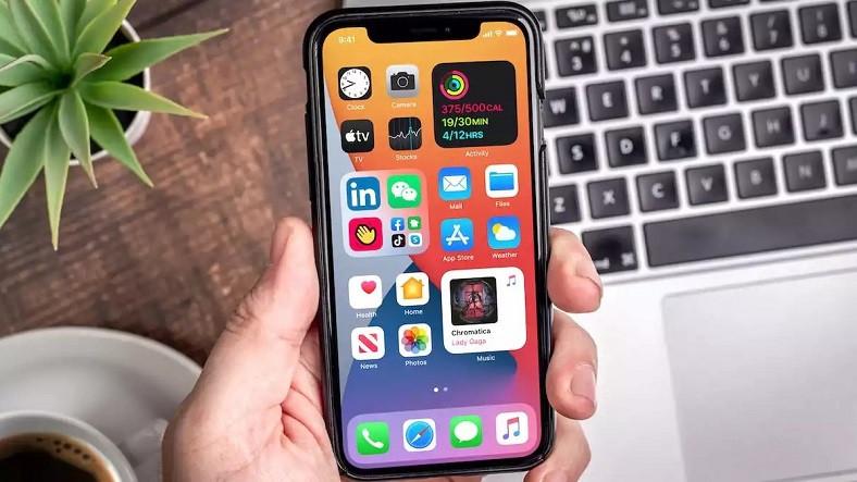 Apple, iOS 14'e Sahip Her iPhone Kullanısının Yüklemesi Gereken Kritik Bir Güncelleme Yayınladı