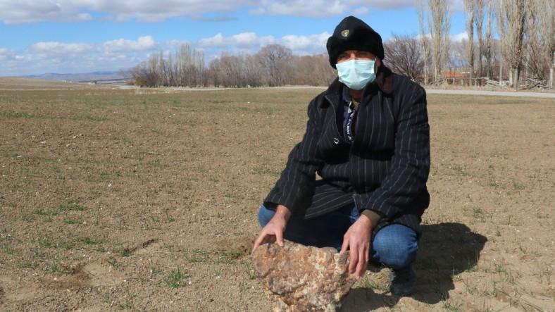 Çorumlu Çiftçinin 2 Yıl Önce Tarlasında Bulduğu Gök Taşı, 180 Bin Dolara Satıldı