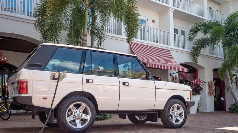 ECD, Dünyanın İlk Tesla Motorlu Elektrikli Range Rover Classic'ini Tanıttı