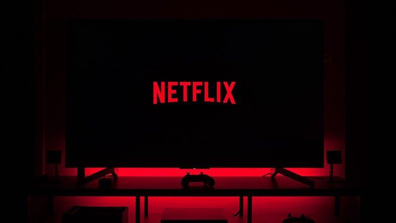 Haluk Bilginer, Netflix Dizisi Sıcak Kafa'dan Ayrıldı: Yerine Geçen İsim de Belli Oldu