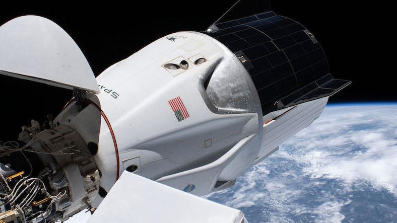 ISS'e Kenetlenmiş Crew Dragon, Mürettebatı Korkutan Bir 'Yanlış Alarm' Verdi