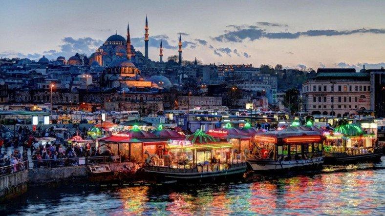 İstanbul'un En Büyük Mahallesi, 3 İlden Daha Kalabalık Oldu
