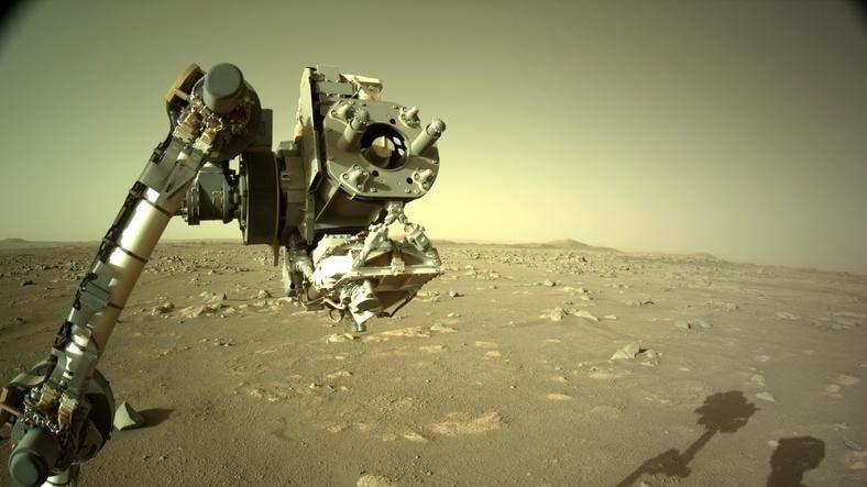 NASA, Perserverance'ın Robotik Kolunu Gösteren Yeni Görüntüler Paylaştı