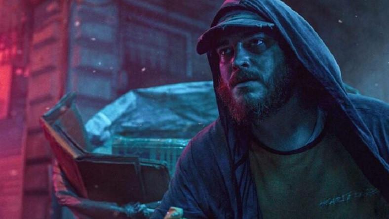"""Netflix'in Çağatay Ulusoy'lu Filmi Kağıttan Hayatlar'ın Bazı Sahnelerinin """"Çalıntı"""" Olduğu İddia Edildi"""