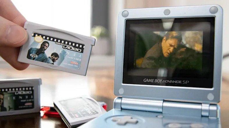 Nolan Duvarları Yumrukluyor: Bir YouTuber, Tenet'i Game Boy'a Yükleyip İzledi [Video]