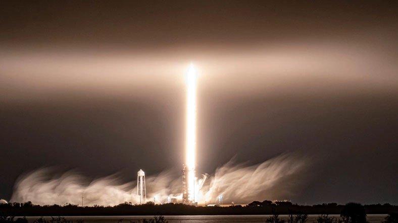 SpaceX, 60 Starlink Uydusunu Daha Yörüngeye Fırlattı