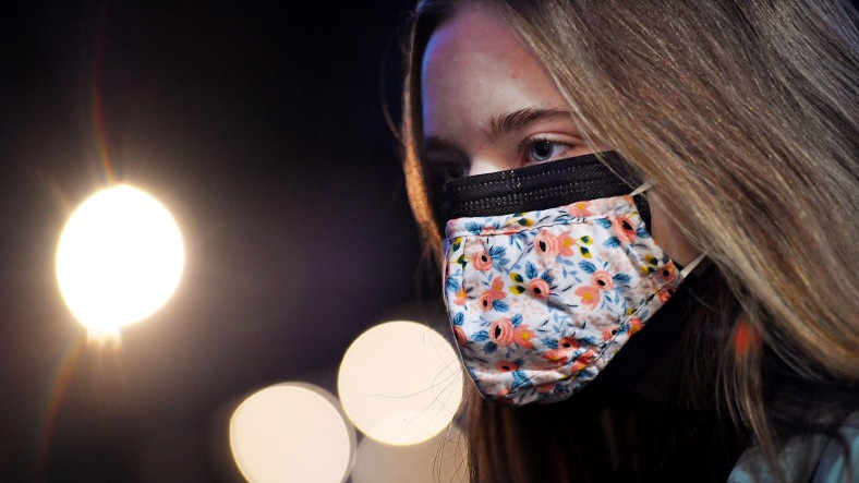 Süper Bilgisayar, Çift Kat Maskelerin Daha Fazla Koruma Sağlayıp Sağlamadığını Hesapladı