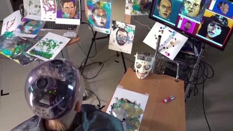Tarihin Vatandaşlık Verilen İlk Robotu Sophia, Çizdiği Tabloyu NFT ile 5,5 Milyon TL'ye Sattı