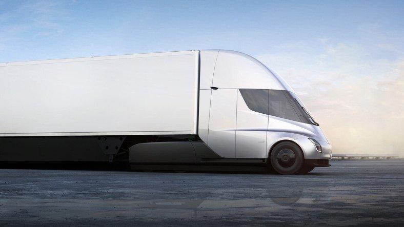 Tesla, Elektrikli Kamyonu Semi'nin Ne Kadar Hızlı Olduğunu Gösteren Pist Videosunu Yayınladı