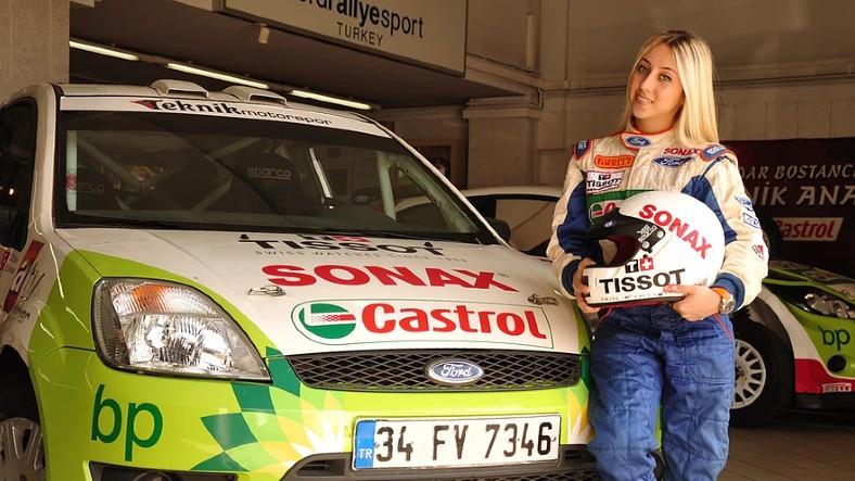 Türkiye'nin Kadın Ralli Şampiyonu Burcu Burkut Erenkul'dan Adrenalin Dolu 'Acemi Şoför' Şakası