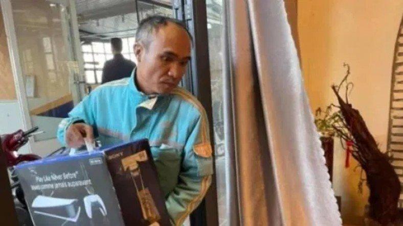 Vietnamlı Adam, PlayStation 5'i Modem Gibi Bağlattırarak Eşini Kandırdı