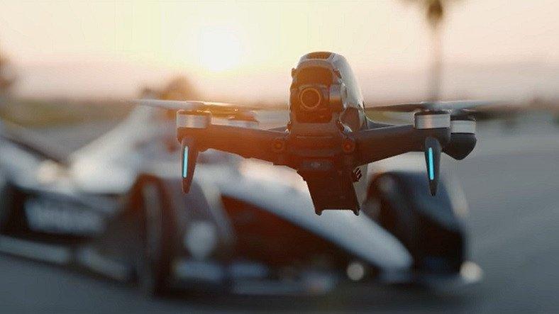 DJI'ın Yarış Drone'u FPV Bu Kez de Mercedes-EQ Formula E Takımı ile Pistte Bir Araya Geldi