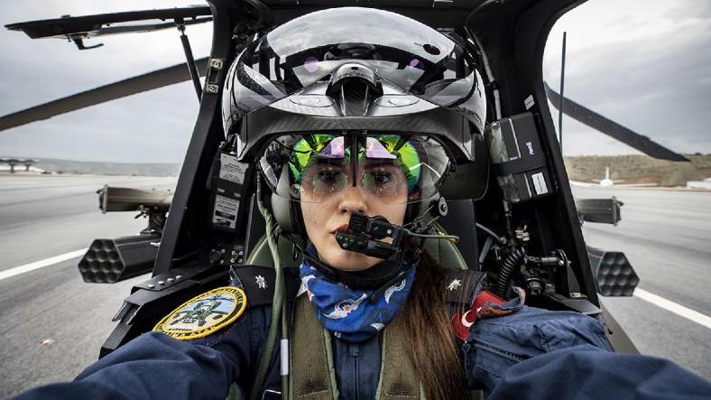 Göğsümüzü Kabartan Özge Karabulut, Türkiye'nin İlk Kadın Taarruz Helikopter Pilotu Oldu