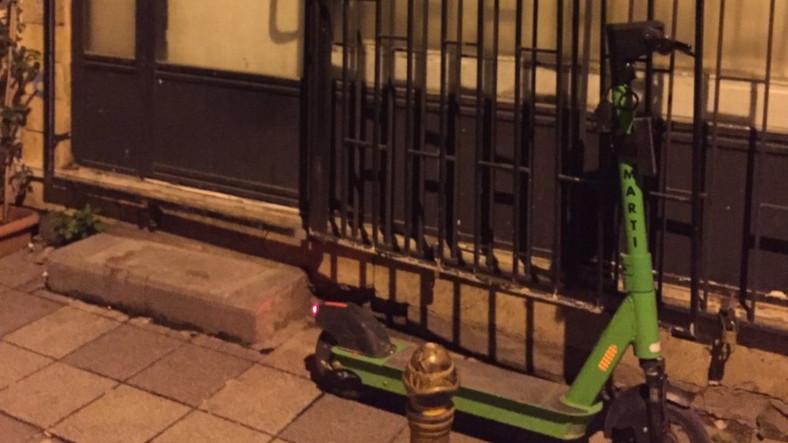 Martı Scooter Yüzünden Dükkanını Kapatamayan Esnaf Sosyal Medyada Gündem Oldu