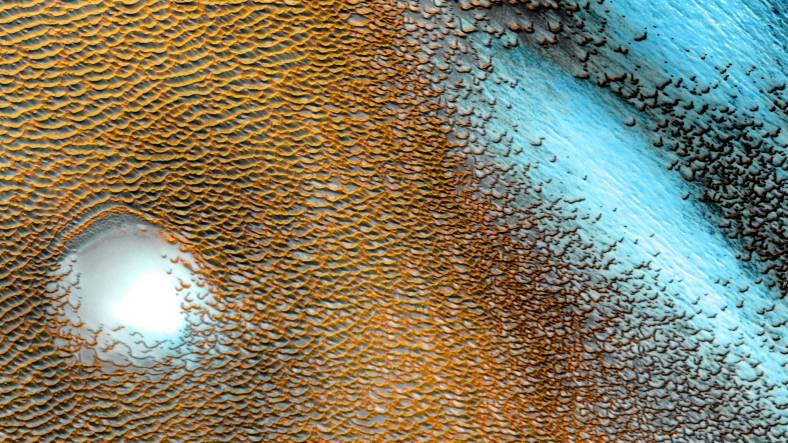 NASA, Mars Kumullarının Sahra Çölünü Aratmayan Bir Görüntüsünü Paylaştı
