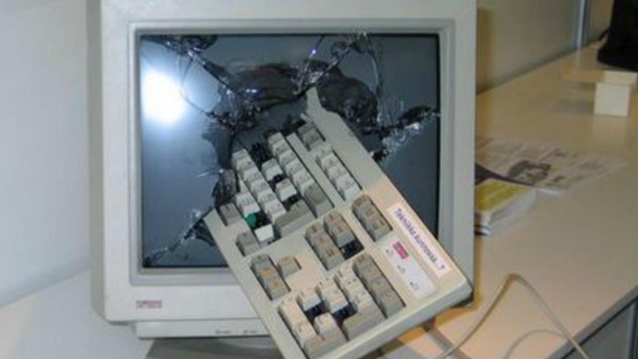 kırık klavye