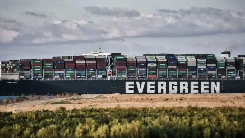 Süveyş Kanalı'nı Tıkayan Gemi, 1 Milyar Dolara Kadar Çıkabileceği Söylenen Tazminatı Ödeyene Kadar Mısır'da Kalacak