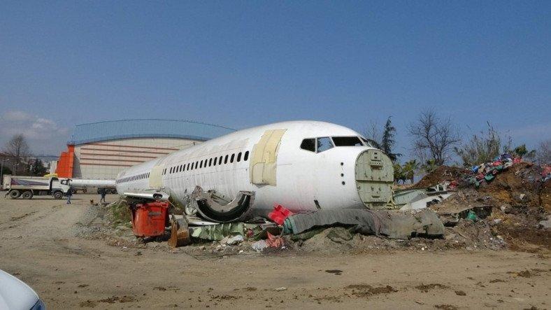 Trabzon'da Pistten Çıkan Uçağın Pide Salonu Olmasına Sosyal Medyadan Gelen Tepkiler