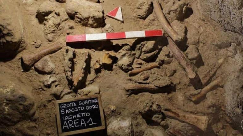 Roma'da Bir Mağarada Dokuz Farklı Neandertal'in Kalıntısı Bulundu (Bazıları 100 Bin Yıllık)
