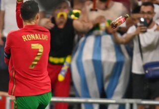 Euro 2020 Fransa-Portekiz Maçında Cristiano Ronaldo'nun Kafasına Coca-Cola Şisesi Fırlatıldı