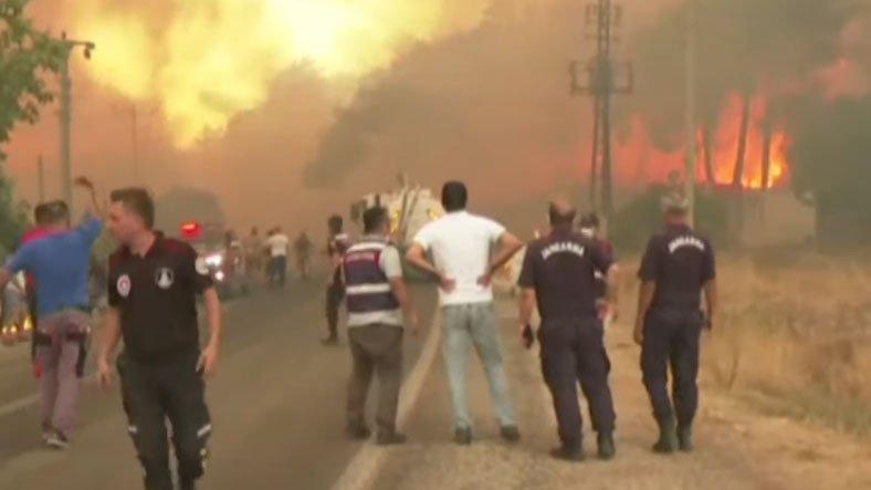 Yangının Ne Kadar Hızlı Yayılabildiğini Gösteren Korkunç Anlar Canlı Yayında Görüntülendi [Video]