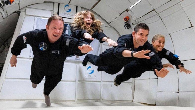 SpaceX'in İlk Uzay Turistleri, 3 Gün 3 Gecelik 'Tatilin' Ardından Dünya'ya Geri Döndü [Video]